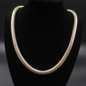 Jewelry - Vintage 19 Inch Stylish Simple Gold Tone Necklace